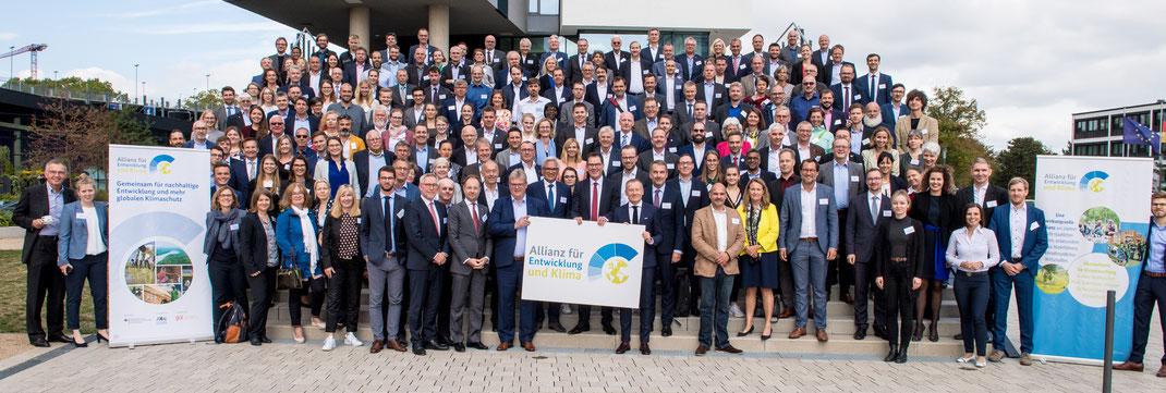 Bild: Allianz für Entwicklung und Klima – Unterstützerkreistreffen in Bonn/Deutschland,September 2019 mit Bundesentwicklungsminister Dr. Gerd Müller Bildrechte: © GIZ/Aschoffotografie