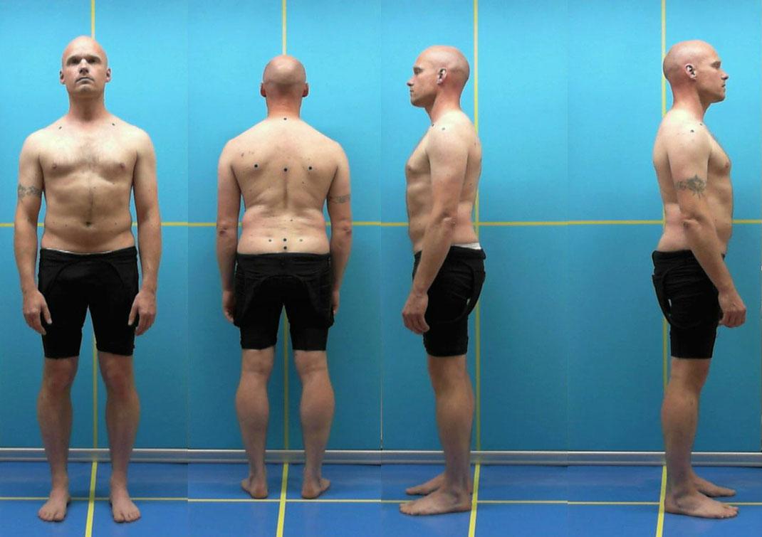 vor einer Rückwand wird die Körperhaltung des Kunden aufgenommen, aus 4 Perspektiven, vorher werden Marker gesetzt