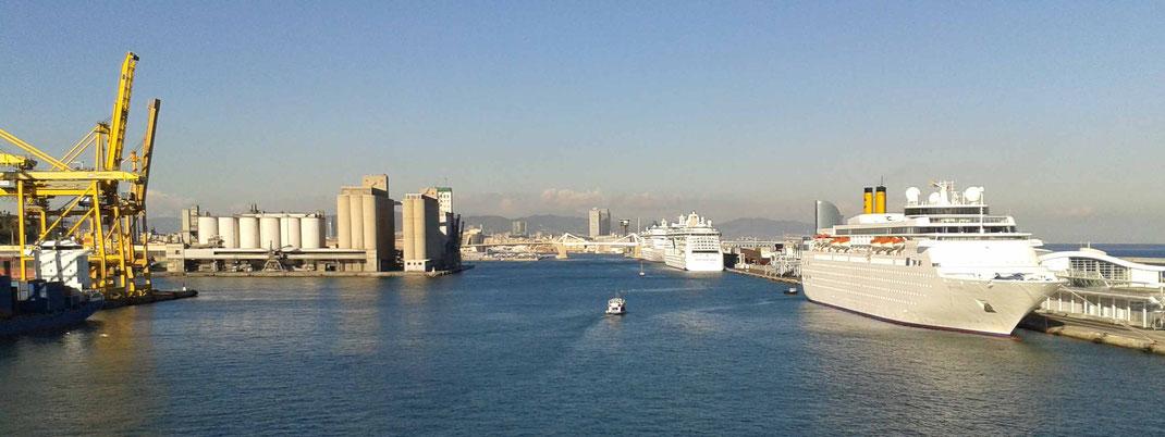 Einfahrt in den neuen Kreuzfahrthafen von Barcelona