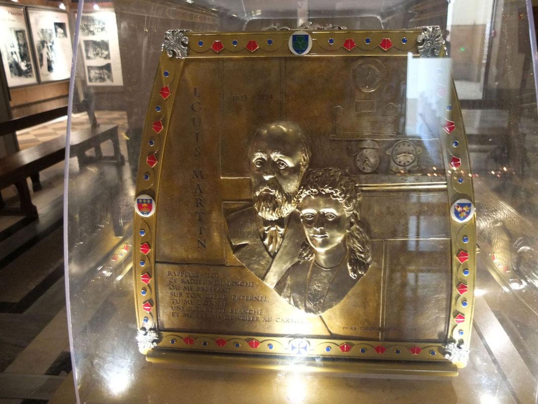 Reliquaire de Zélie et louis Martin, dans la crypte de la basilique