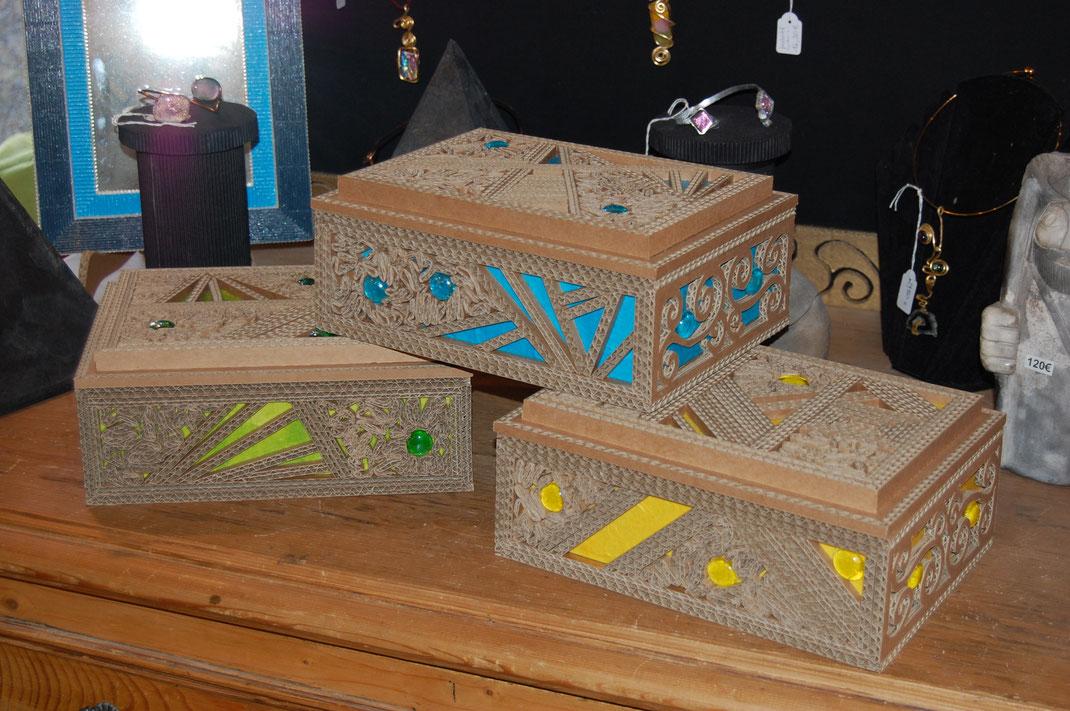 Boites à bijoux en carton et papier de soie