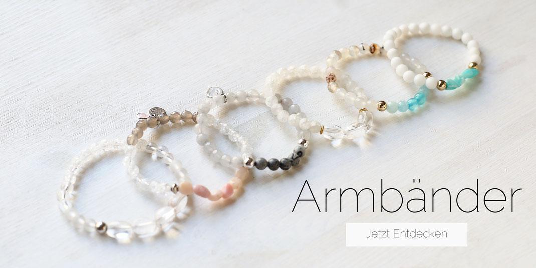 Entdecke unseren flexiblen und versetllbaren Armbänder aus Edelsteinperlen, Glasperlen oder anderen hochwertigen Materialien