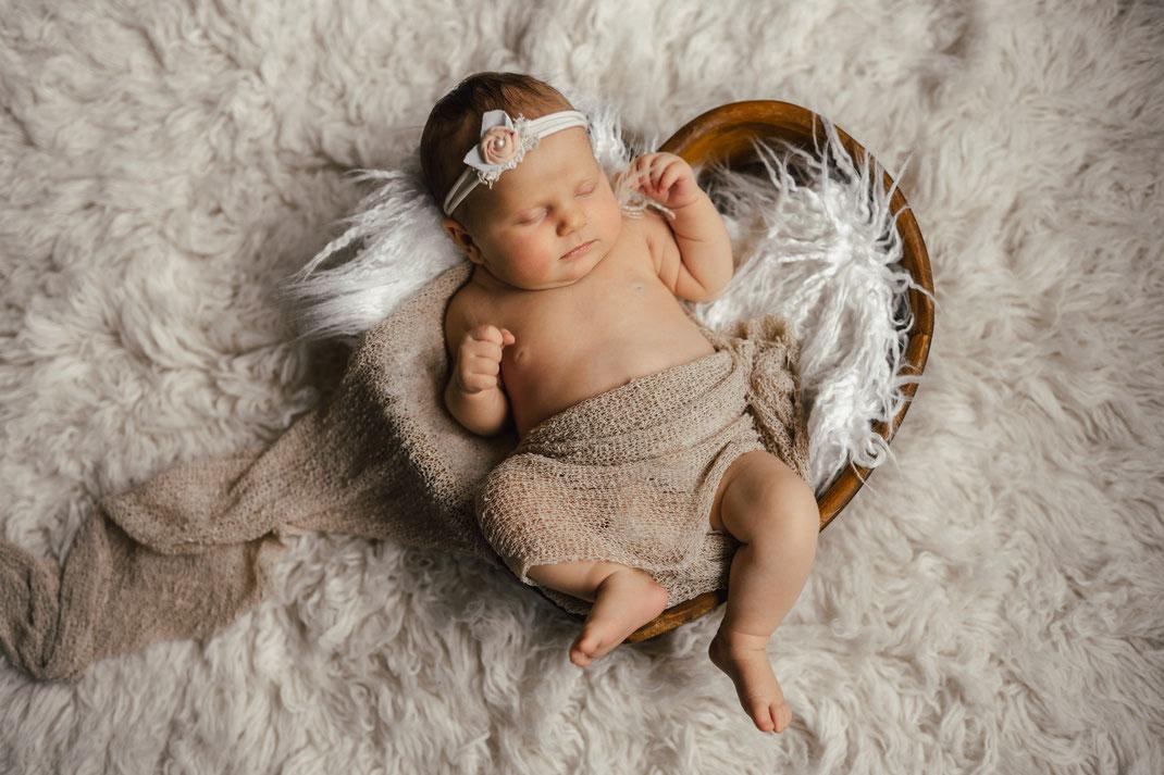 Babyshooting Neugeborenenshooting Fotograf Schloss Holte Bielefeld Babyfotograf Neugeborenenfotograf Babybilder