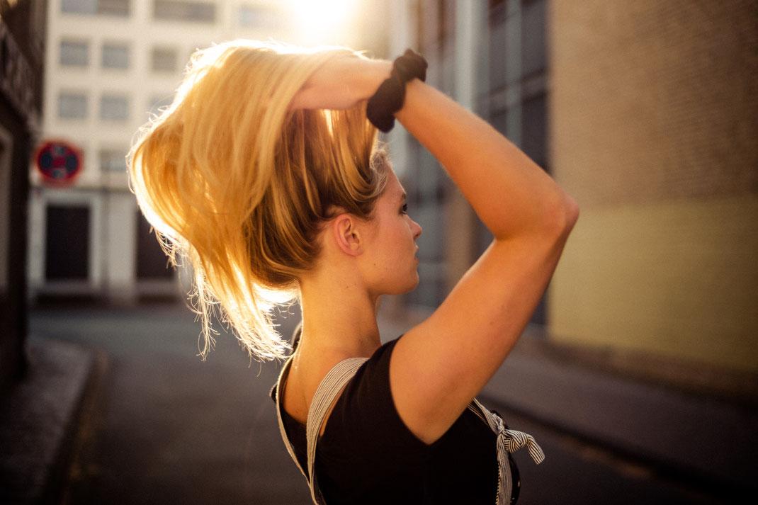 Wehende Haare beim Fotoshooting