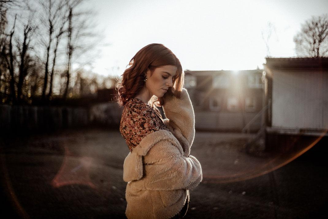 Model beim Fotoshooting Gegenlicht