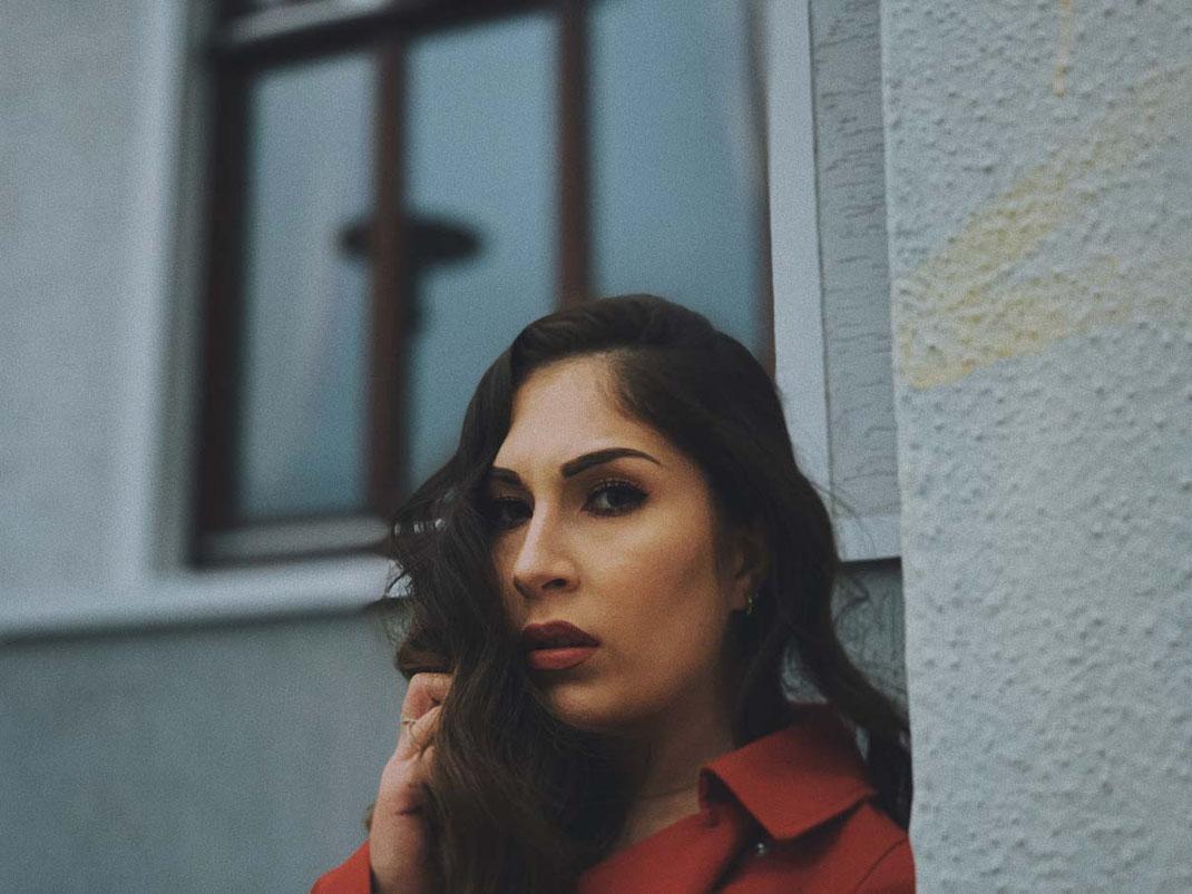 Oldenburger Fotograf fotografiert ein Fotoshooting mit dem Handy