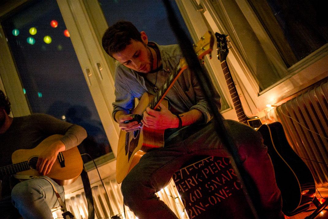 Musiker am Gitarre spielen
