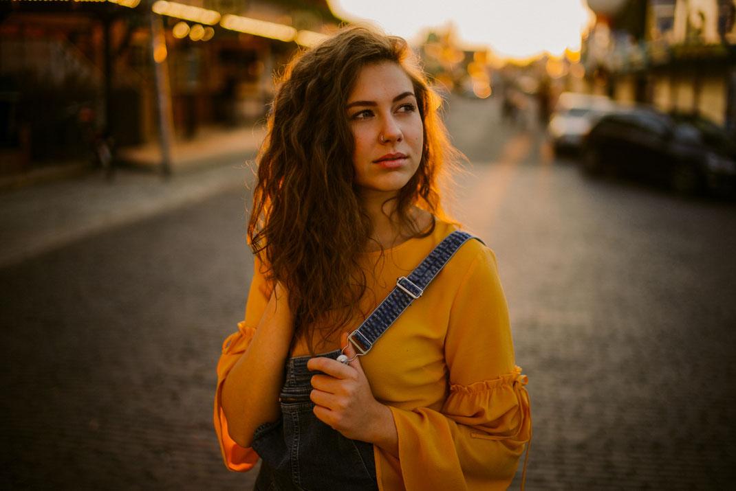 Junge Frau auf dem Oldenburger Kramermarkt Fotograf Oldenburg