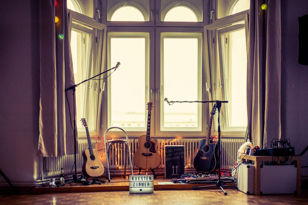 Wohnzimmer mit Musikinstrumenten in Wilhelmshaven