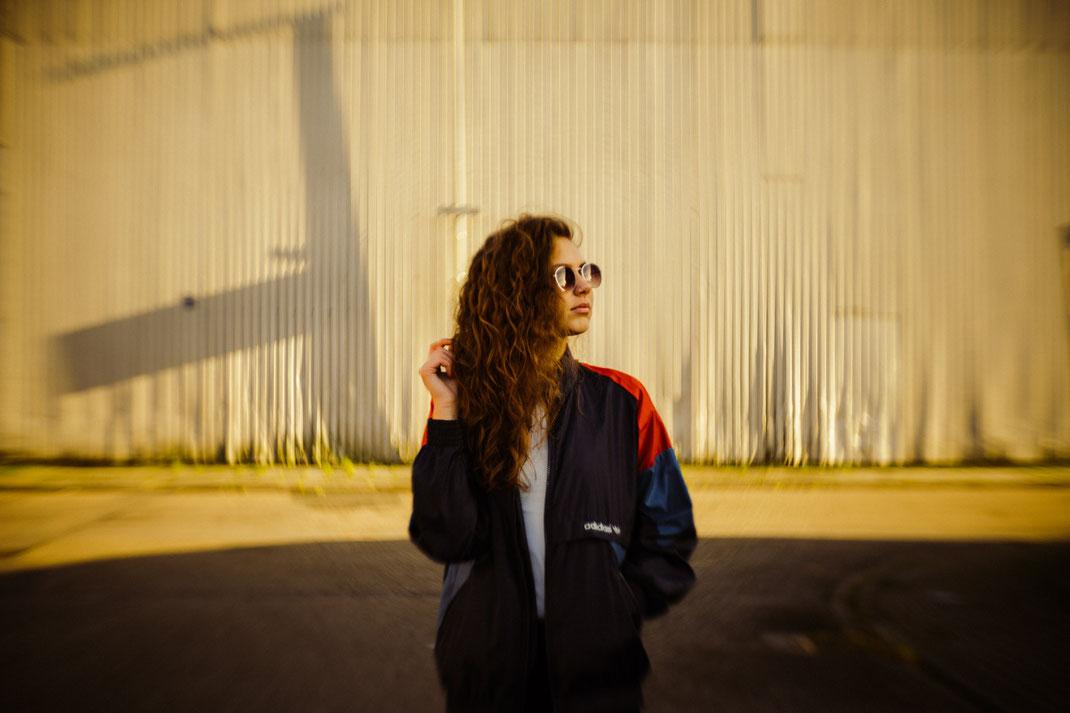 Junge Frau beim Fotoshooting Fotograf Oldenburg