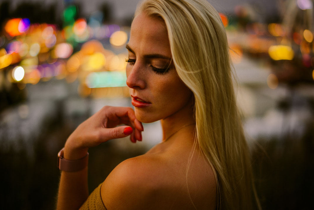 Fotoshooting auf dem Oldenburger Kramermarkt mit einer jungen Frau Fotograf Oldenburg