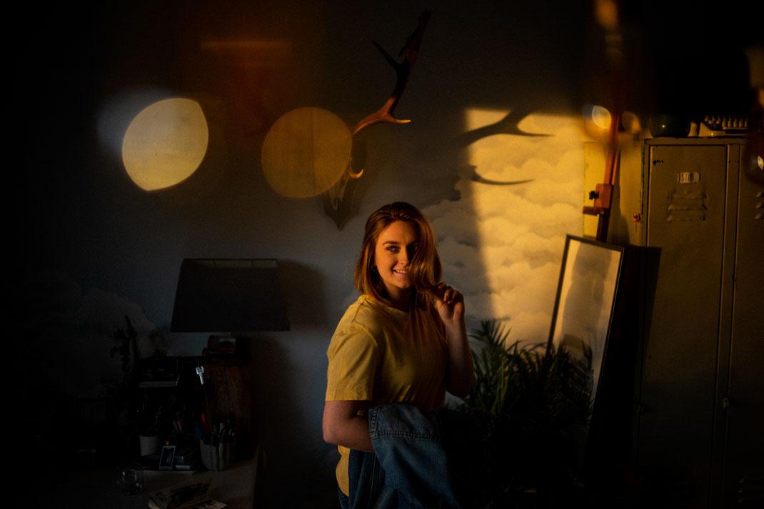 Junge Frau beim Homeshooting in Bad Zwischenahn