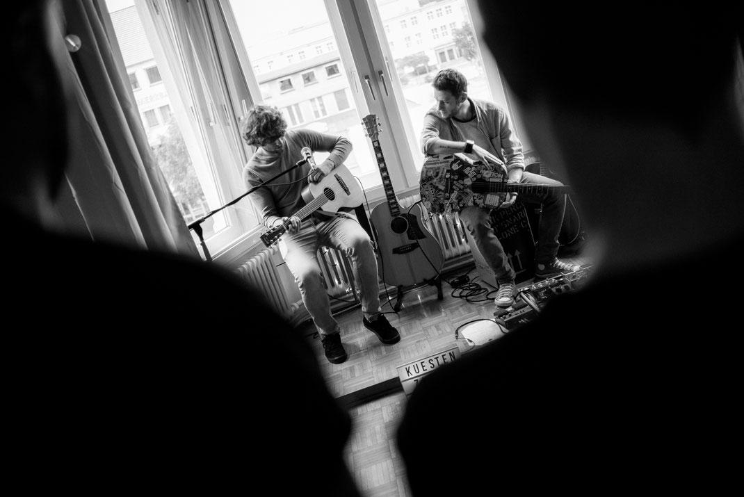 Musiker bei der Probe im Küstenzimmer