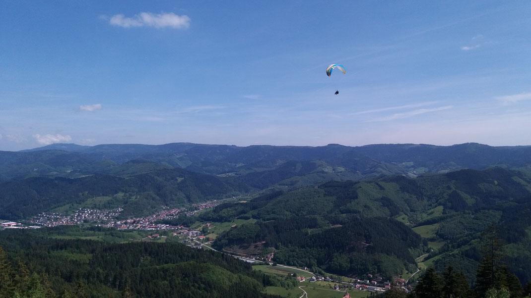 Gleitschirmflugschule Air-Time im Schwarzwald Flugschule Oberkirch Gleitschirmschule Gleitschirmreisen zentral zwischen den Großstädten Karlsruhe, Offenburg, Freiburg und Stuttgart