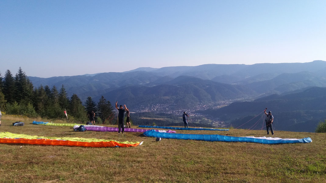 Gleitschirmschule Air-Time Paragliding im Schwarzwald Flugschule Oberkirch Gleitschirmflugschule zentral zwischen den Großstädten Karlsruhe, Offenburg, Freiburg und Stuttgart