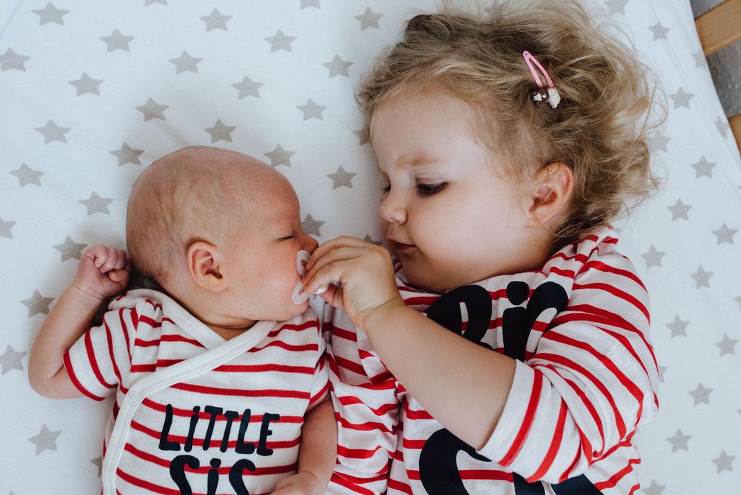 Babyfotografin Babyfotografie Babyshooting Familienfotografie Köln Düsseldorf Bergisch Gladbach Schwestern