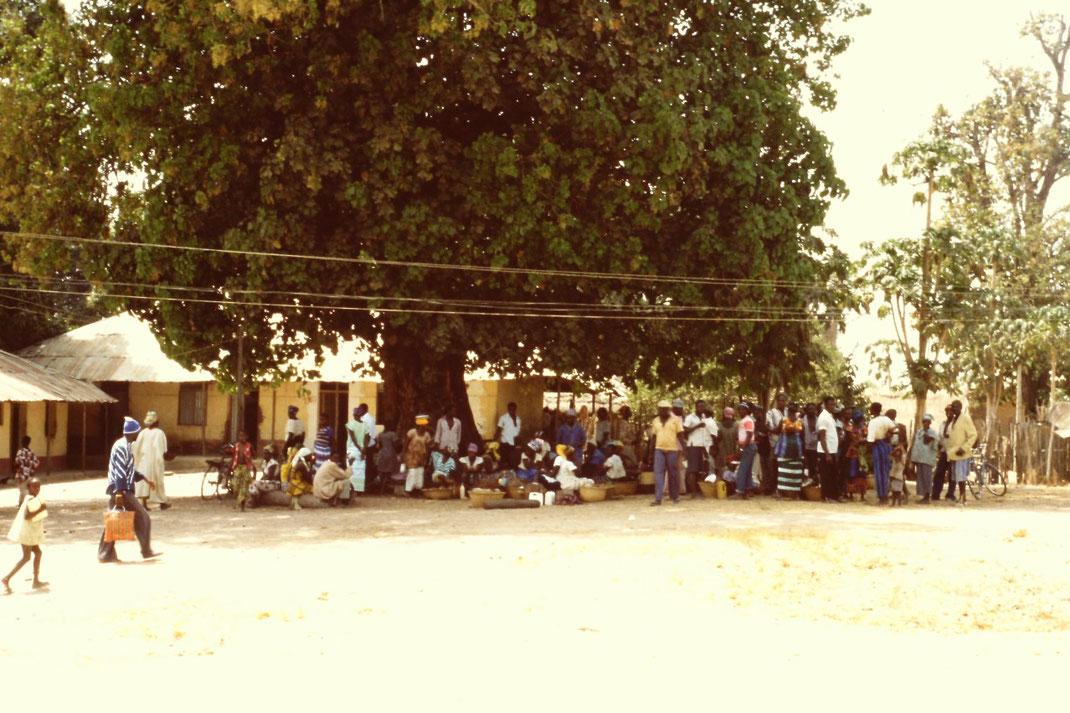 Zentrum und Haltestelle für Busse und Taxis in der Hauptstadt Bissau