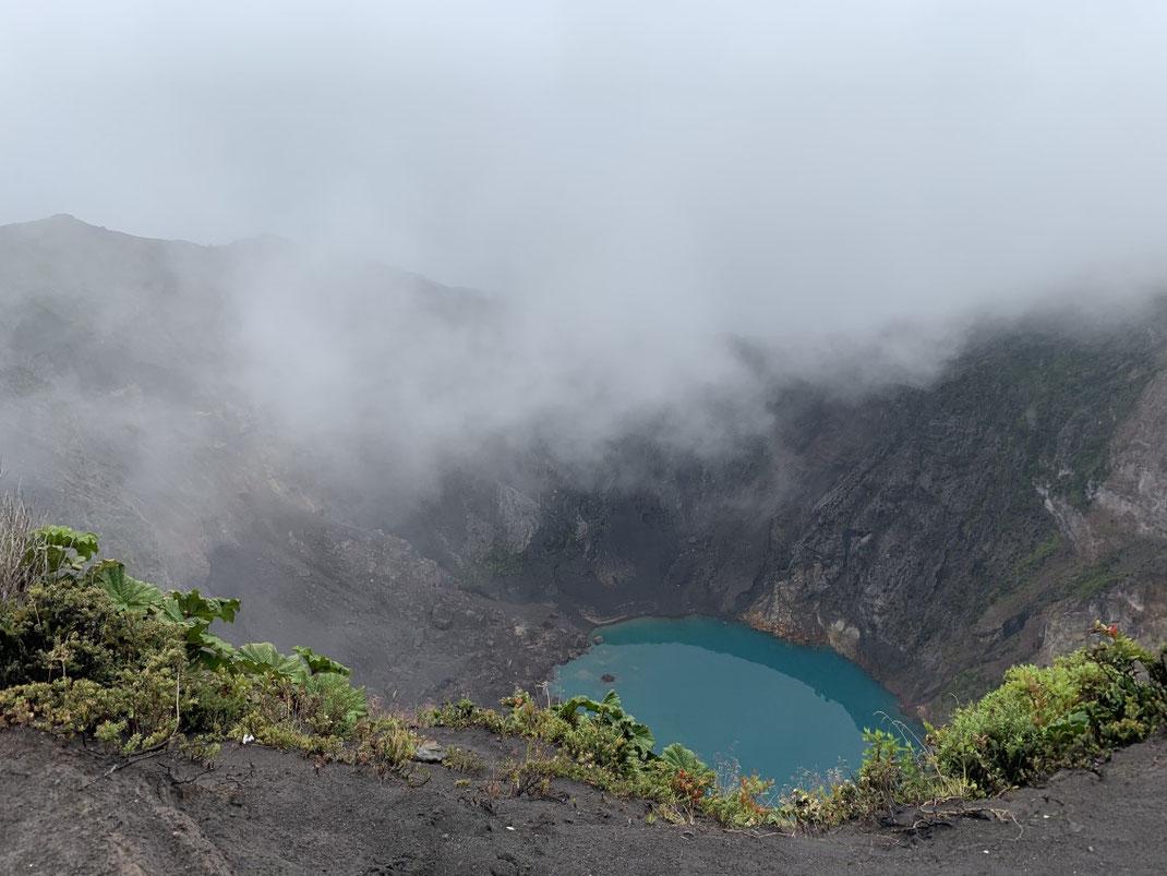 Vulkan Irazú mit Lagune