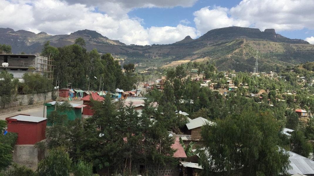 Lalibela mit Berg Asheten