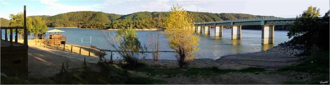 Le Lac de St Cassien et le Pont de PréClaou qui permet l'accès rapide à l'autoroute A8 et désenclave le Pays de Fayence
