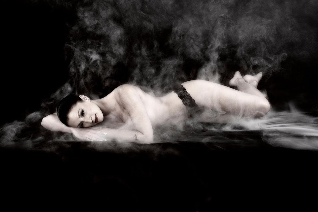 Kreative Inszenierungen ästhetischer Teilakte. Sexy Fotoshooting für Frauen.