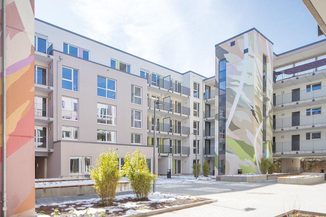 Architektur trifft Farbgestaltung Farbkonzept von Umgebungsfarbe