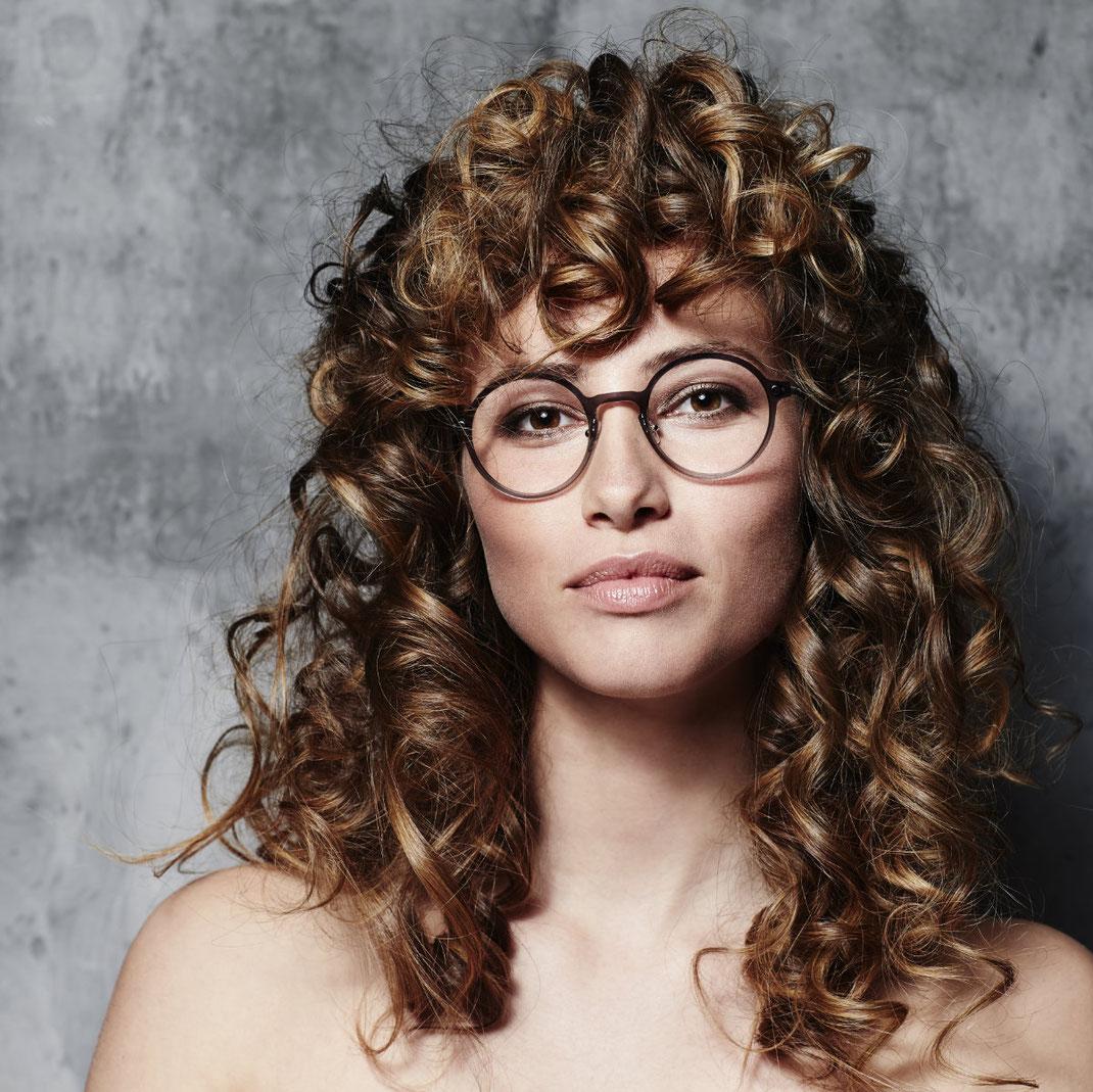 modische moderne Damenbrillen rund