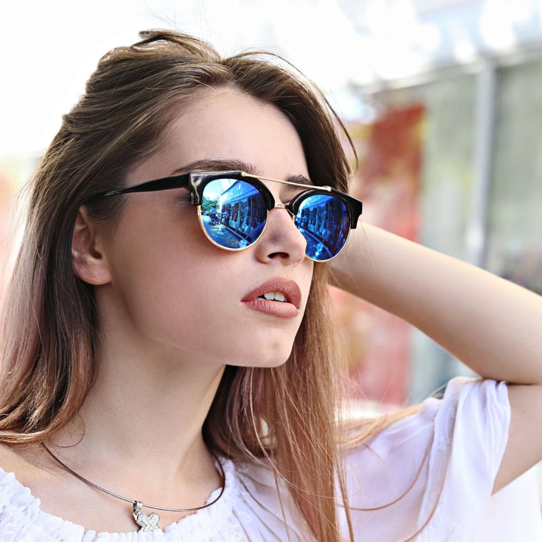 moderne Sonnenbrille mit Doppelsteg