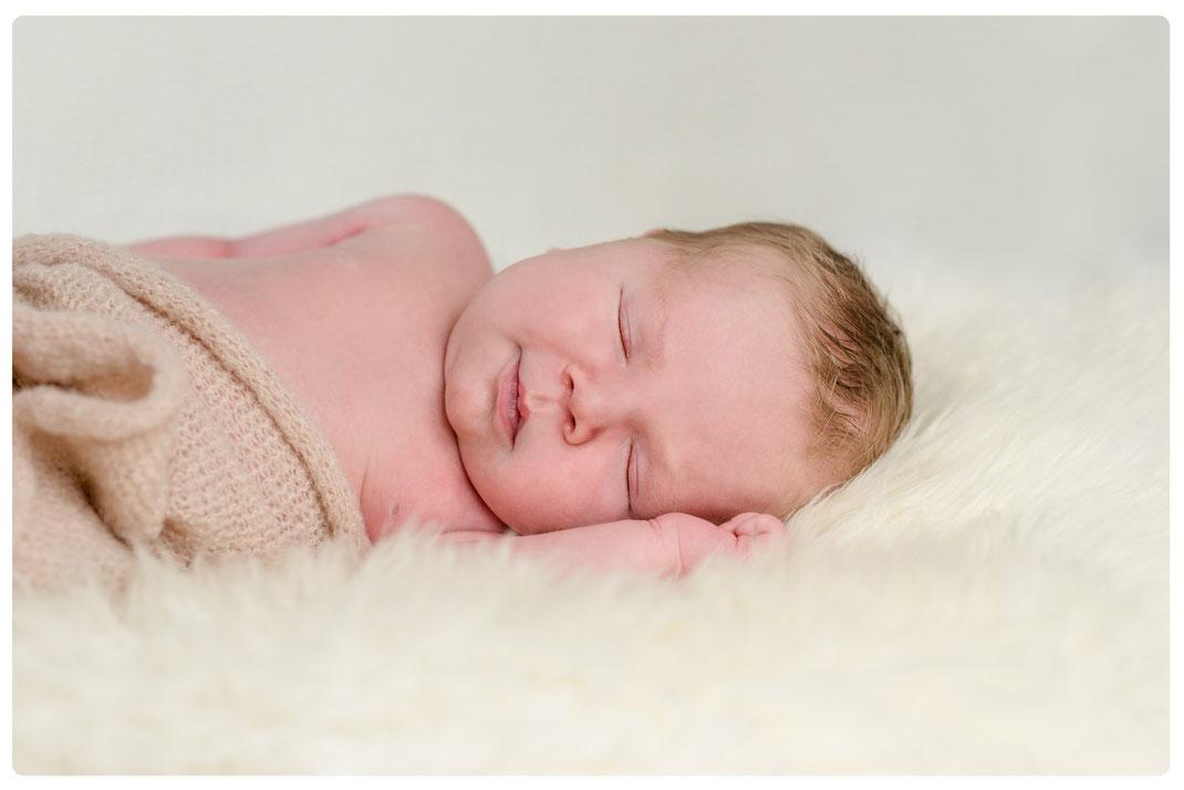 Babyfotograf Kiel Neugeborenenfotografie Baby Fotograf Kiel Hochzeitsfotografin Kiel Maren Pokroppa Fehmarn