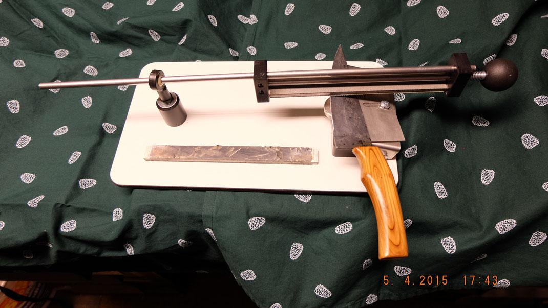Der neue Messerschärfer. Mit diamantbeschichteten Schleifkörpern wird Ihr Messer in minutenschnelle zum sprichwörtlichen Rasiermesser. Einfachsde, sichere Handhabung und langlebigkeit zeichnen dieses Werkzeug aus.