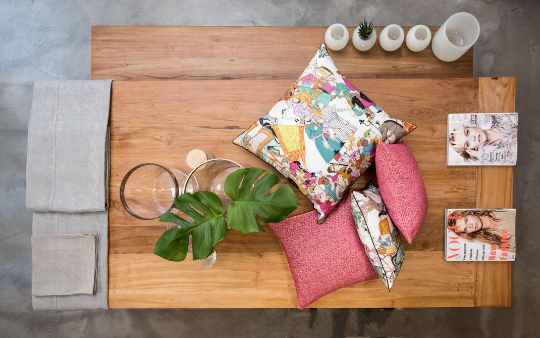 Tischwäsche, Geschirrtücher, Kissen, Bettwäsche, Vasen, Windlichter, Wollplaids am Bodensee im Showroom von Stoffwerk.
