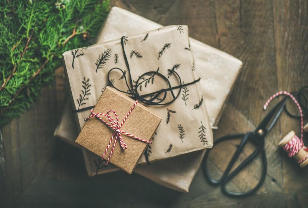 Nachhaltige, umweltfreundliche Geschenkverpackung Packpapier