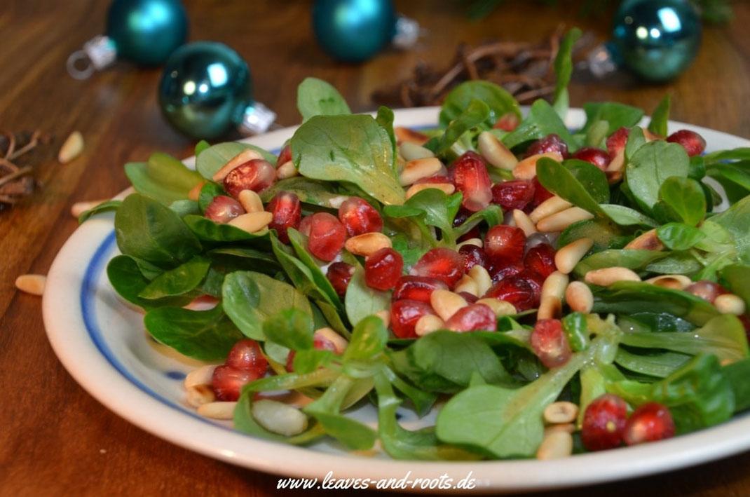 Vegetarisches, veganes Weihnachtsmenü Vorspeise Feldsalat