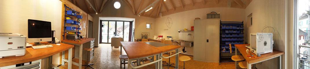 Dachgeschoss: 3D-Drucker, Schneideplotter, Textilbereich und Elektronik