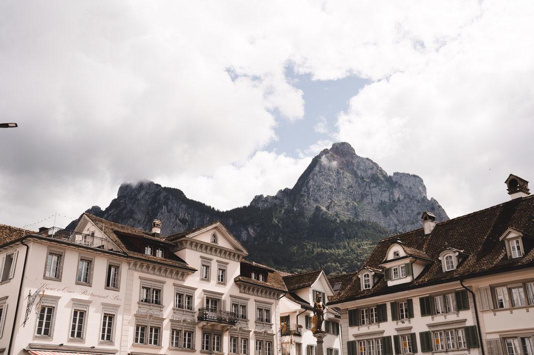 Hauptplatz Schwyz mit Mythen