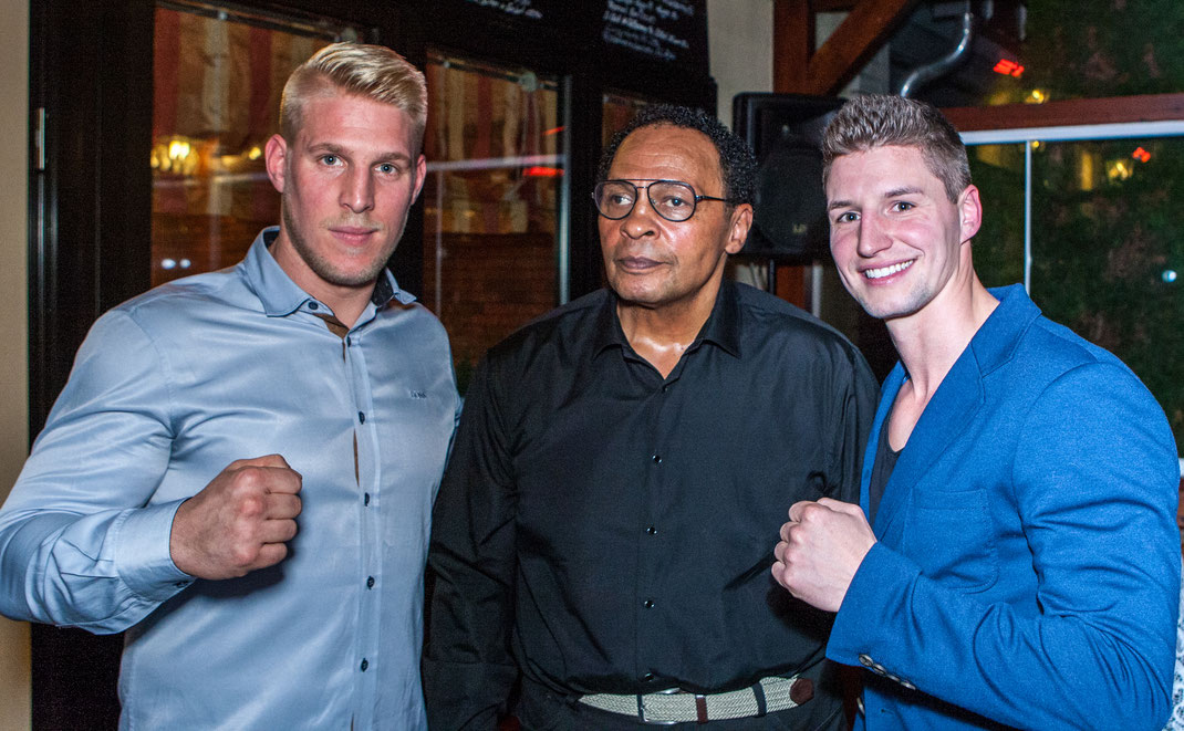 Vorstand Alex rechts mit Kickboxweltmeister Alexander Busse und in der Mitte Chaly Graf