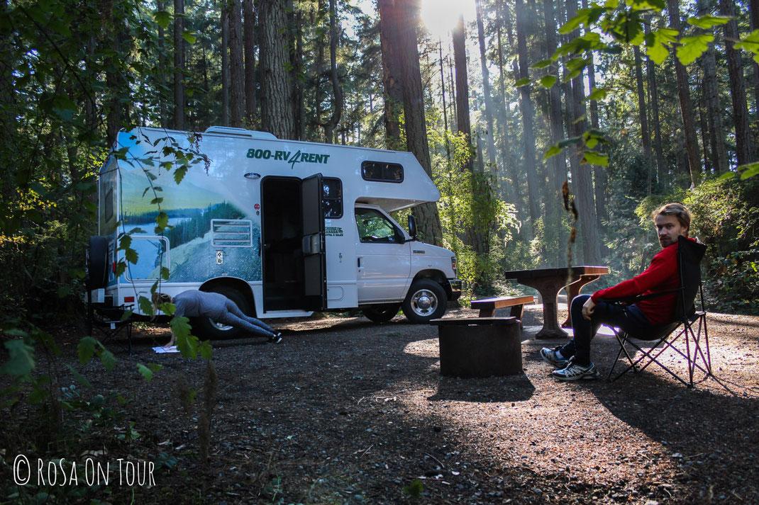 Sport vor dem Camper - dank den grossen und ziemlich privaten Stellplätzen war das gut möglich!