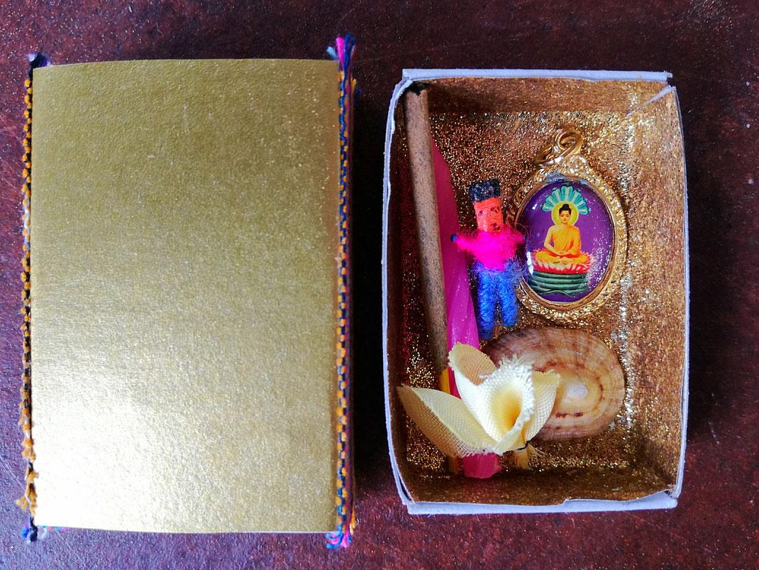 Verschenk' einen Glücksmoment, Hosentaschen-Altar von elephanten, Hosentaschen-Altar in einer Streichholzschachtel, Altar für unterwegs, Ajna