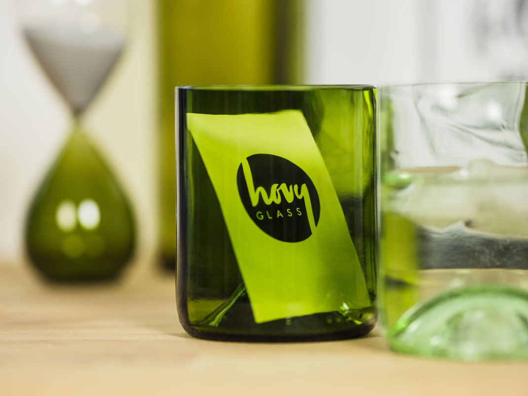 Upcycled HOVY Glass mit Visitenkarte
