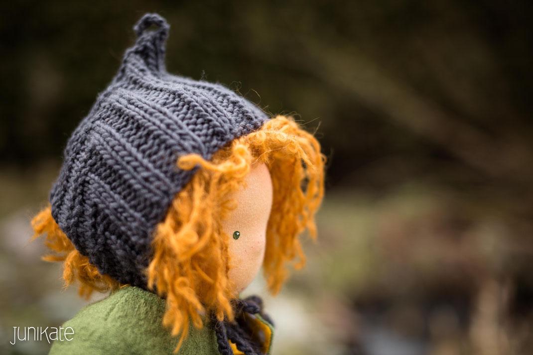 Waldorfpuppe mit roten Haaren und PixieHat