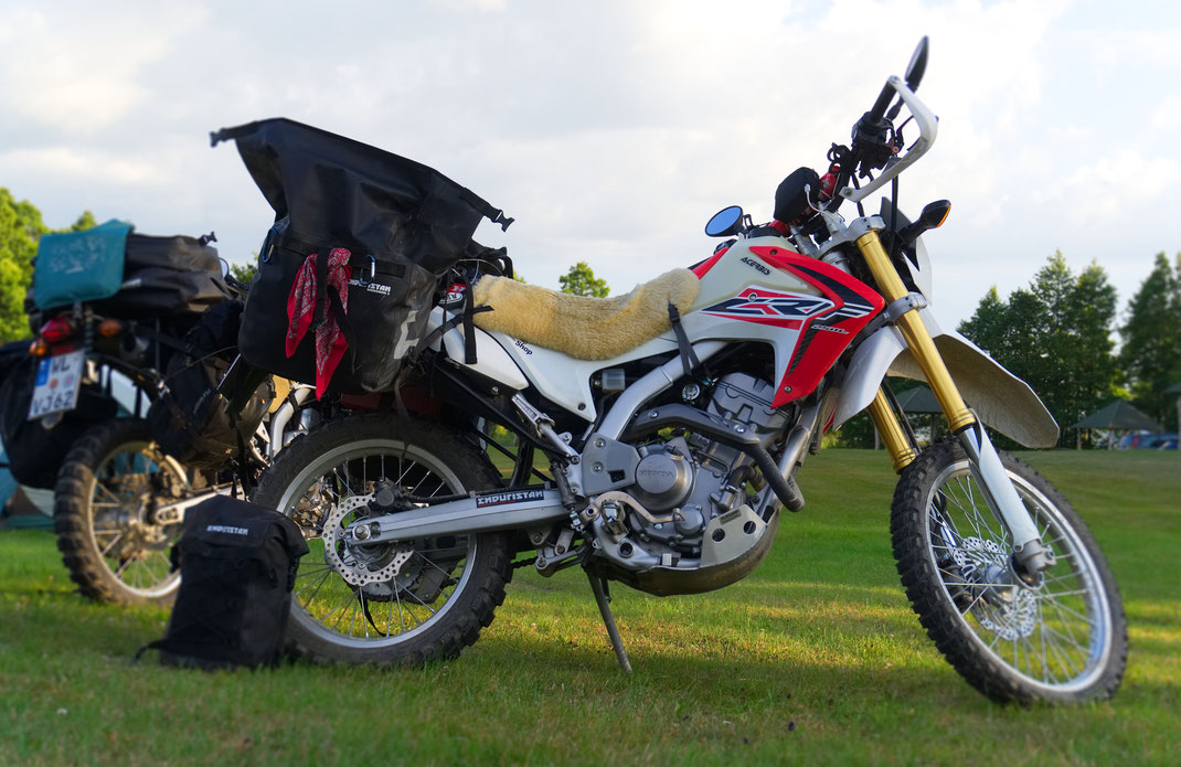 Enduristan Monsoon an der CRf250L