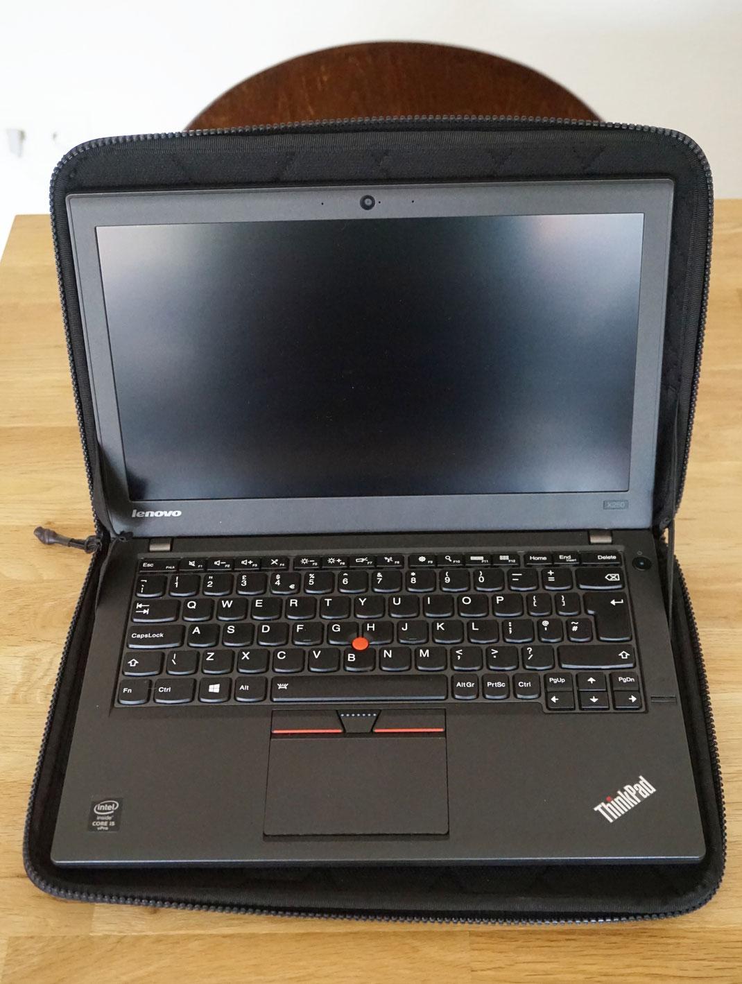 Lenovo Thinkpad X250 im Case von Thule