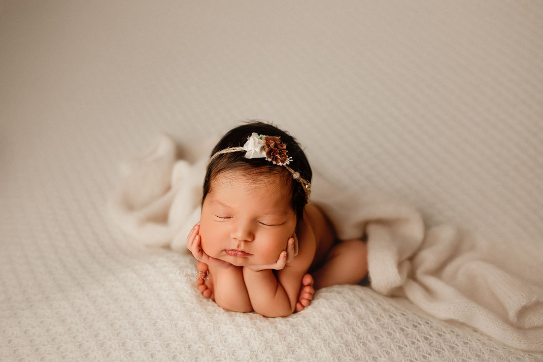 Babyfotograf Berlin Babyfotos Neugeborenenfotos Newborn Boho Kleid Pampas Geschwister