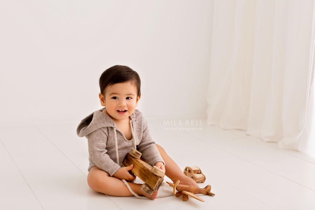Professionelle Babyfotos in Berlin, Kinderfotograf und Babyfotograf Mila Bell, Familienfotograf, Fotoshooting im Fotostudio