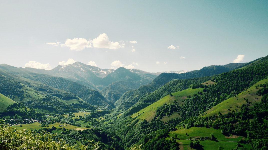 Hors des sentiers battus, ce circuit vous permettra de découvrir aussi les charmes paisibles et authentiques des vallées de Batsurguère et de Castelloubon.
