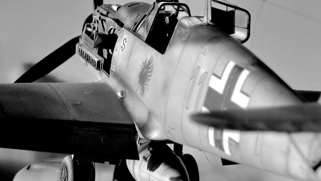"""Me 109 E-1 (7) """"Yellow 11!, Artur Beese, 9/JG, Caffiers, France, August 1941 - Eduard kit (Limited Edition) 1/32 scale model"""