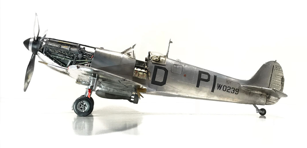 Supermarine Spitfire Mk Vb - Trumpeter kit 1/24 scale model based (customized & detailed) - full aluminum coated (MWP)