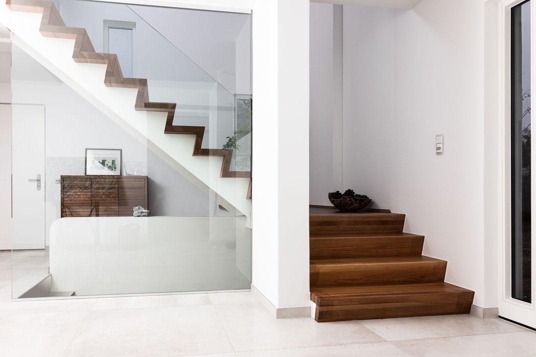 Blick auf die Treppe von der Küche aus