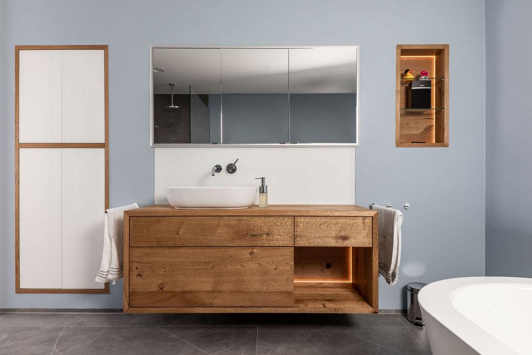 Einbauschrank, Washboard, Spiegel und Einbauregal