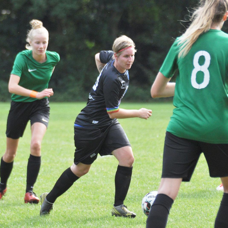Elisabeth Loger spielt seit über zehn Jahren für Borussia Leer.